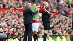 """Mất suất đá chính, Rooney """"tính bài chuồn"""" khỏi M.U"""