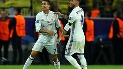 """Clip Ronaldo """"khai hỏa"""", Real hòa Dortmund 2-2"""