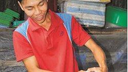 Trai quê mồ côi mang tiếng khùng vì nuôi côn trùng, sâu bọ và rắn