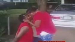 Vừa bị cảnh sát còng tay, lập tức quỳ xuống cầu hôn bạn gái