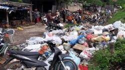 Hà Tĩnh: Hàng trăm tấn rác bủa vây phố núi Hương Khê