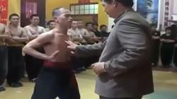 """Clip: Màn biểu diễn nội công """"truyền điện"""" của võ sư Huỳnh Tuấn Kiệt"""