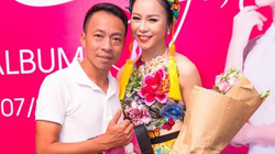 """Việt Hoàn trốn vợ, đội mưa đến tình tứ với """"gái lạ"""""""