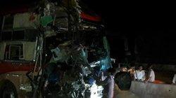 Nóng 24h qua: 3 xe giường nằm tông nhau kinh hoàng trên quốc lộ
