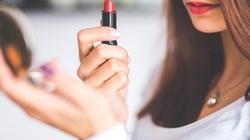 Nếu đồ make up có những dấu hiệu này, hãy cho ngay vào sọt rác!