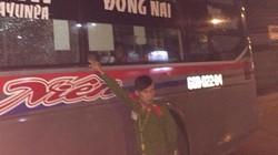 Xe khách giường nằm lại bị ném đá trên đường Hồ Chí Minh