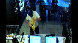 Mỹ: Cướp lao vào cửa hàng, bị khách phang ghế vào đầu