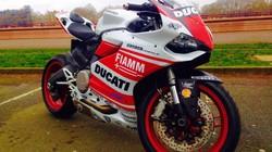 Chủ nhân Ducati 899 Panigale đau khổ nhìn xế cưng bị đánh cắp
