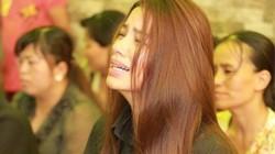 Hoa hậu Phạm Hương khóc ngất trong đám tang cha, fan nghẹn ngào