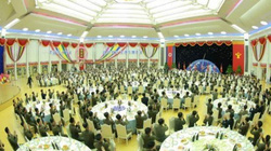 Kim Jong-un mở tiệc hoành tráng chiêu đãi các nhà khoa học tên lửa