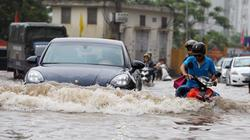 Clip: Kỹ năng lái xe ô tô khi đường ngập