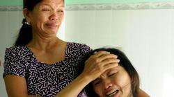 Những phụ nữ khóc ngất, ngóng tin 5 ngư dân mất tích ở Hoàng Sa