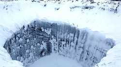 """Hố tử thần """"trỗi dậy"""" ở Siberia đe dọa sự sống hành tinh"""