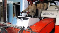 Anh nông dân sở hữu hàng chục máy cày, máy gặt đập liên hợp