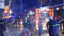 Cháy lúc 0 giờ, nhiều người ở khu phố Tây tháo chạy khỏi biển lửa
