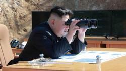 Phát ngôn lạnh người của Kim Jong-un khi xem kế hoạch đánh Guam