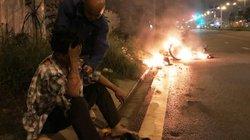 Giải cứu người đàn ông bỏng nặng bên chiếc xe máy bốc cháy rừng rực