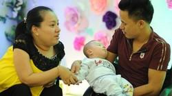 Hạnh phúc vỡ oà của cặp vợ chồng liệt nửa người vẫn sinh con khoẻ mạnh