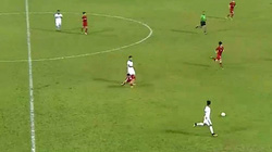 Clip: Tiền vệ U22 Indonesia đánh nguội với Tuấn Tài, nhận thẻ đỏ