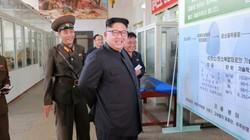 Bức ảnh chụp Kim Jong-un vô tình hé lộ tên lửa cực mạnh