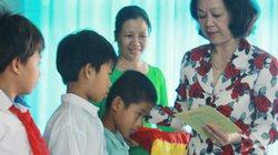 Đoàn công tác Trung ương trao quà cho ngư dân nghèo Lý Sơn