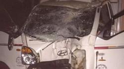 Sơn La: Ô tô nát đầu vì tông vào cột mốc, lái xe nhập viện