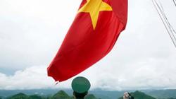 Dân bản Lô Lô Chải  góp sức dựng cột cờ Lũng Cú