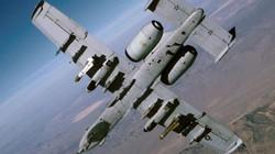 Máy bay Mỹ ném siêu bom xuyên boongke lấy mạng nhóm bắn tỉa IS