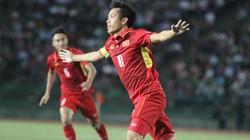 Clip: Hạ Campuchia, ĐT Việt Nam vươn lên nhất bảng
