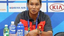 """Hài hước: HLV Mai Đức Chung """"giúp"""" Campuchia khắc phục điểm yếu"""
