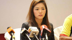 Nữ trưởng đoàn xinh đẹp U22 Thái Lan bất ngờ bị cho thôi việc