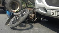 """Vợ chồng cụ già bị xe container kéo lê ở """"vòng xoay tử thần"""""""