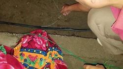 Bé trai 4 tuổi tử vong trên đường làng, dây điện dính vào chân