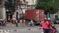 Xe container tông văng dải phân cách, lao thẳng vào nhà dân