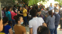 Hàng loạt công nhân may đình công vì nghỉ ốm bị trừ lương