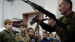 Ngôi trường trẻ em được học bắn súng AK ở Nga