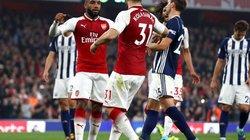 """""""Bom tấn"""" lập kỳ tích ghi bàn, Arsenal thắng trận"""