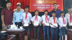 Hà Tĩnh: Trao quà cho người dân và học sinh vùng tâm bão Kỳ Anh