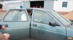 """Kim Jong-un bất ngờ dùng xe """"cà tàng"""" đi thăm căn cứ quân sự"""