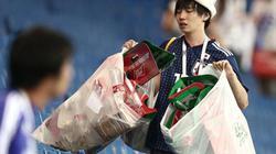CĐV Nhật dọn rác trên khán đài trong nước mắt ở World Cup