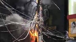 Vụ trụ điện cháy thiêu rụi xe máy: Điện lực có phải bồi thường?