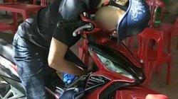 Tá hỏa phát hiện nam thanh niên gục chết trên xe máy ở Lạng Sơn