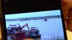 """Chủ tịch Hà Nội trưng clip """"cát tặc"""" hoạt động ngay cạnh tàu công an"""