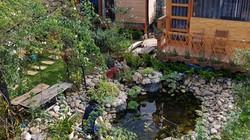 Ngôi nhà gỗ giữa vườn hồng rộng 1.000 m2 đẹp như cổ tích ở Đà Lạt