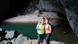 Theo chân hai cô gái Sài Gòn băng rừng vượt suối chinh phục Sơn Đoòng