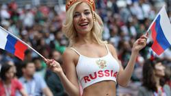 CĐV nữ sexy nhất của Nga tố phương Tây đầu độc cựu điệp viên Nga
