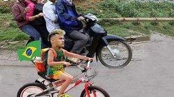 ẢNH CHẾ WORLD CUP (7.7): Neymar dùng 'độc chiêu' khi về nước