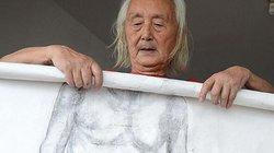 Cụ 89 tuổi làm người mẫu khoả thân sau khi vợ chết, con cái ruồng bỏ
