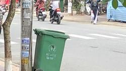 """Quảng Ngãi: Cật lực gom """"núi"""" rác tồn suốt 5 ngày ra khỏi TP"""