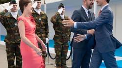 Thủ tướng Canada gây bão mạng khi ôm hôn vợ Thủ tướng Bỉ